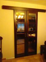 Двери деревянные покрытые лаком